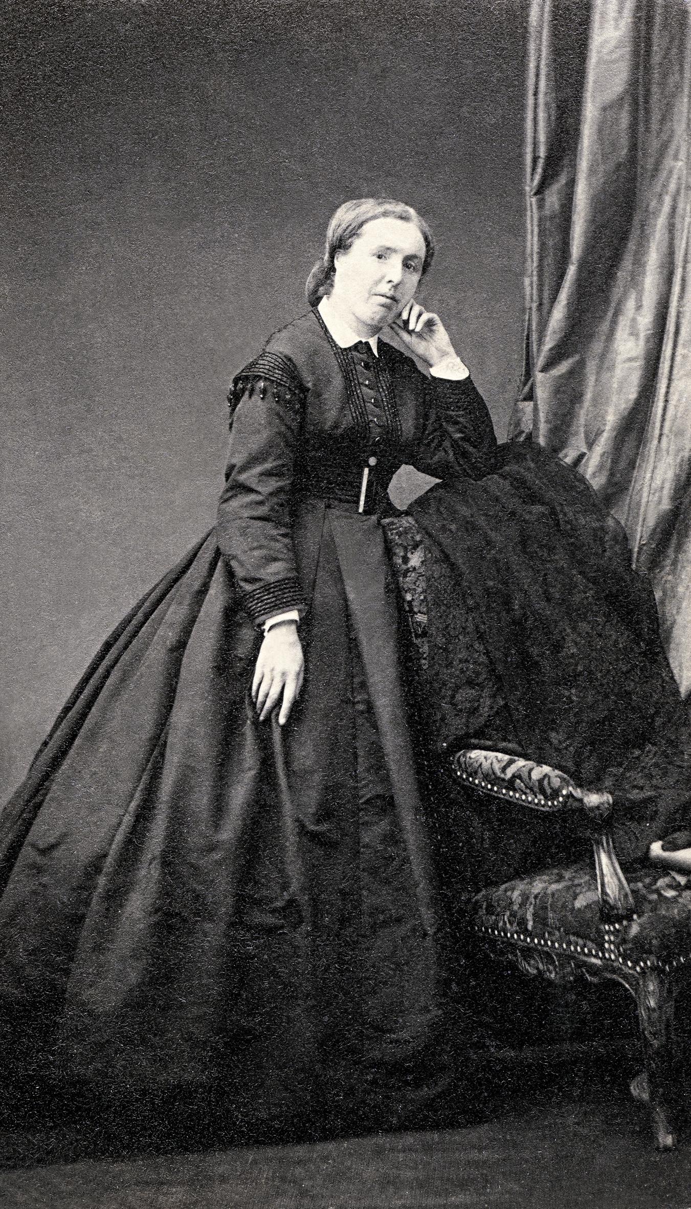 Céleste DAUFRESNE, épouse de Martial Caillebotte, père, Photo Petit Paris
